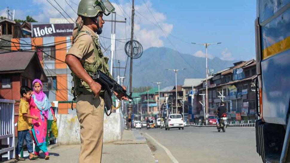 आर्टिकल 370: 'मैंने मजबूरी में घर छोड़ा था, मरने से पहले कश्मीर जाना चाहती हूं'
