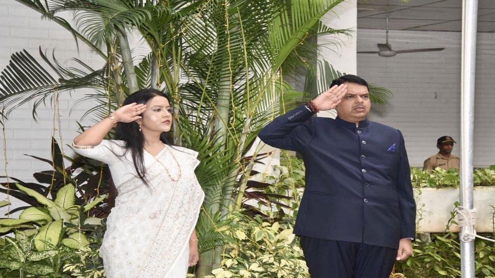 मुंबईः CM देवेंद्र फडणवीस ने मंत्रालय पर फहराया तिरंगा, जम्मू कश्मीर के बारे में कही यह बात