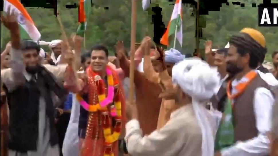 VIDEO: जम्मू-कश्मीर और लद्दाख में आजादी का जश्न, BJP नेता रैना ने किया डांस तो लेह में सांसद नामग्याल ने बजाया नगाड़ा