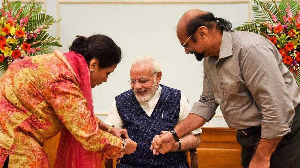 24 साल से PM मोदी को राखी बांध रही पाकिस्तानी बहन ने कहा- खुशनसीब हूं कि मैं भारत में रहती हूं