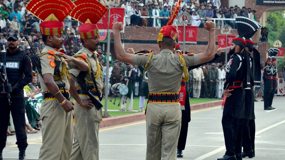 VIDEO: अटारी-वाघा बॉर्डर पर स्वतंत्रता दिवस का जश्न, पाकिस्तान से शुभकामनाएं और मिठाई नहीं बांटी