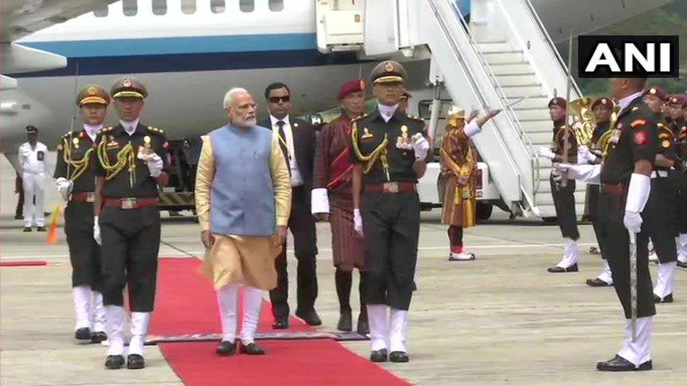 भूटान में पीएम मोदी का शानदार स्वागत, थिम्फू में गॉर्ड ऑफ ऑनर दिया गया