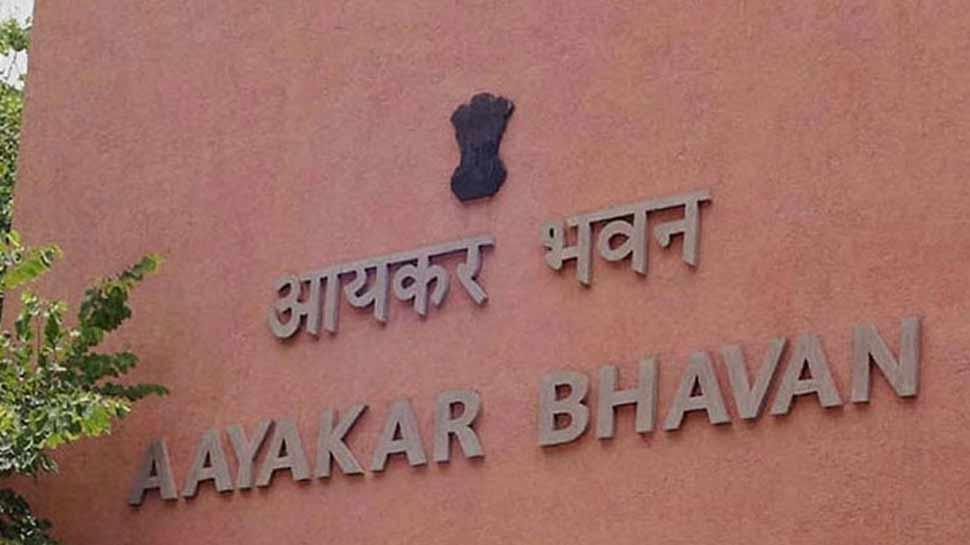वित्त मंत्री सीतारमण ने दी नसीहत, अब करदाताओं के प्रति नरम रुख अपनाएगा आयकर विभाग