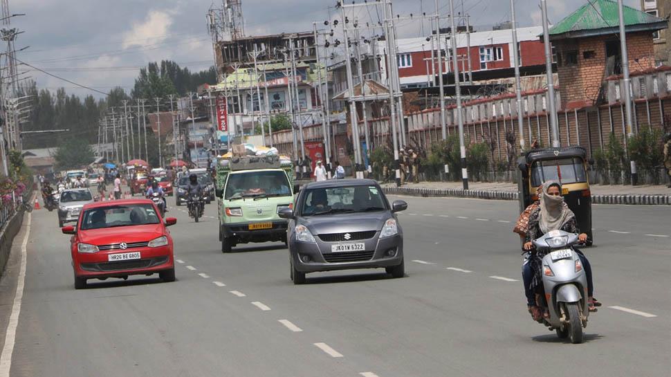 कश्मीर में आज से खुलेंगे स्कूल, सभी दफ्तर भी होंगे शुरू, पाक रच रहा शांति भंग करने की साजिश