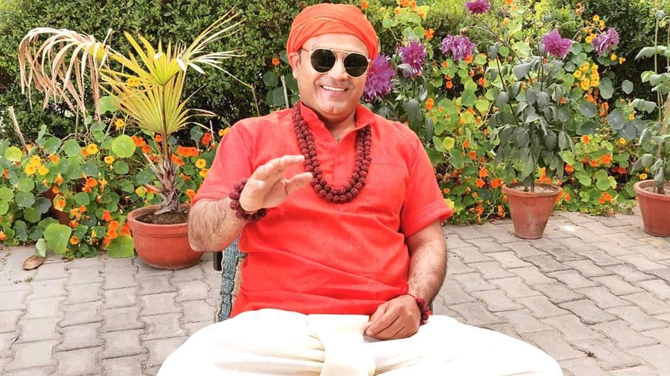 वीरू पाजी ने भगवा कुर्ते में पोस्ट किया फोटो, लिखा- 'हनुमान के चेले...जीत लेंगे अकेले'