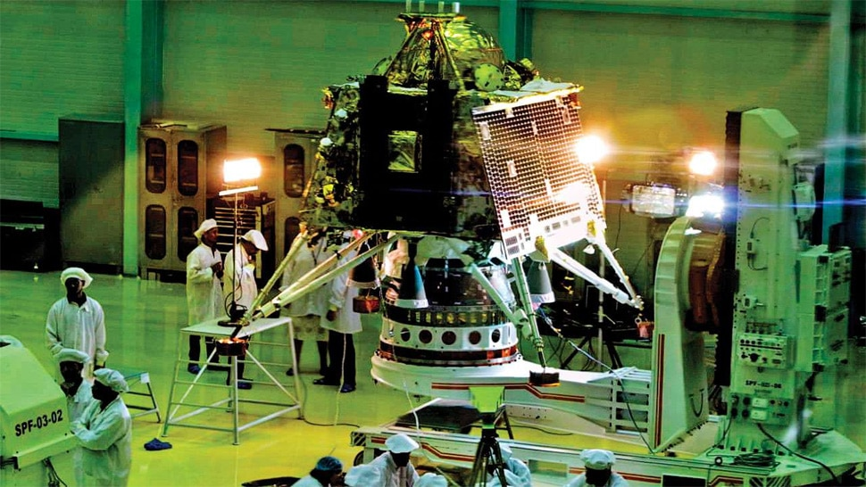 चंद्रयान-2 : ISRO के लिए आज का दिन बेहद अहम, चंद्रमा की कक्षा में पहुंचेगा Chandrayaan 2