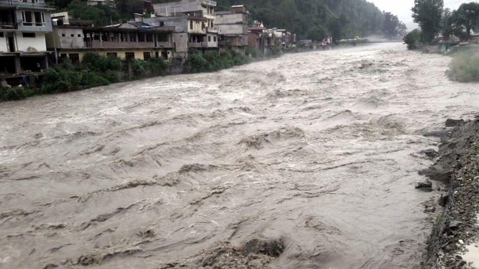 हिमाचल के कई इलाकों में भारी बारिश, चंबा में आज भी बंद रहेंगे स्कूल और अन्य संस्थान
