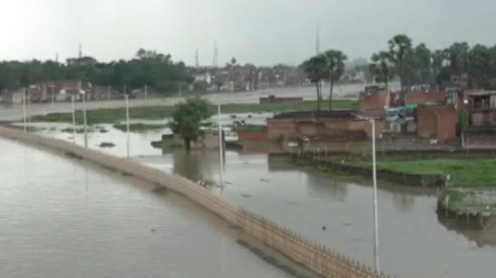 गंगा का जलस्तर बढ़ा, उफान में वरुणा-गोमती नदी, पलायन को लोग मजबूर