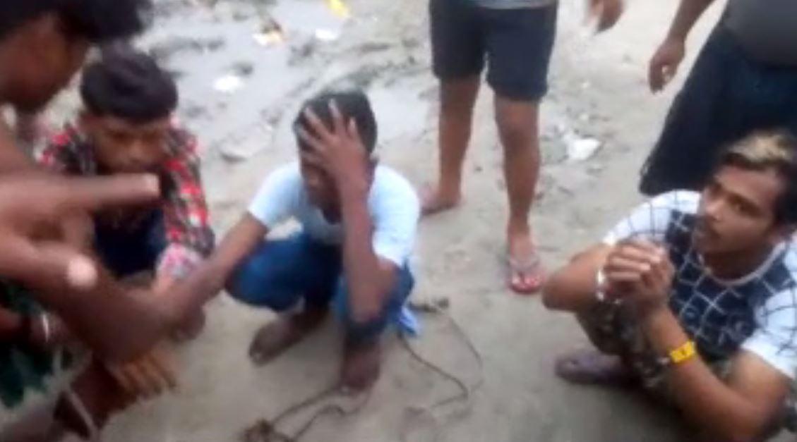 बिहार:चोरी के आरोप में लोगों ने तीन युवक को जमकर पीटा, पुलिस के प्रति आक्रोश