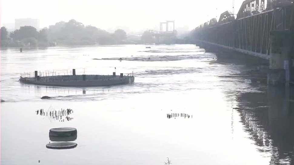 खतरे के निशान से ऊपर पहुंची यमुना, 207 मीटर तक बढ़ सकता है जलस्तर, रेलवे ब्रिज बंद