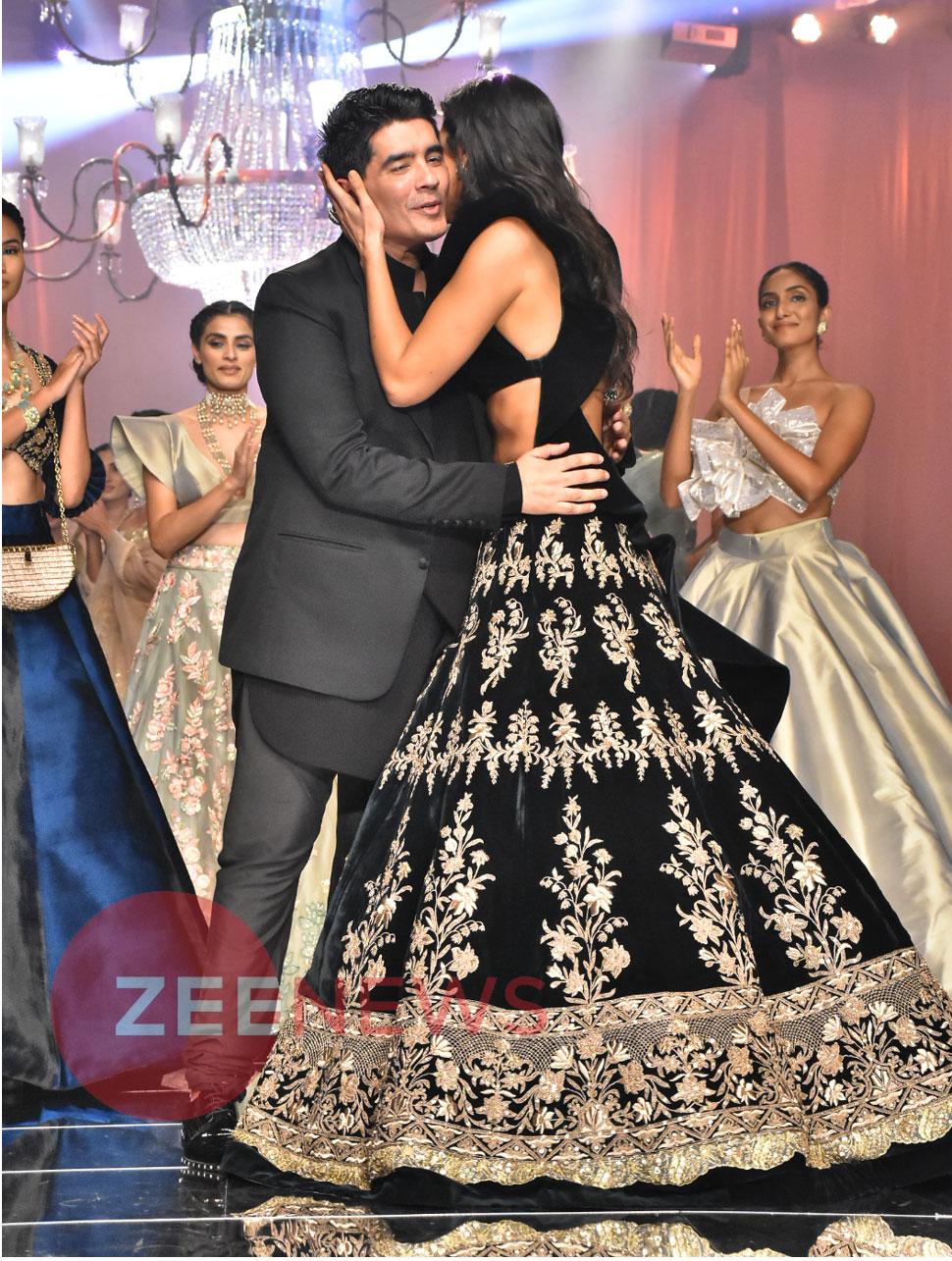 Katrina Kaif Turns Showstopper for Manish Malhotra at Lakmé Fashion week