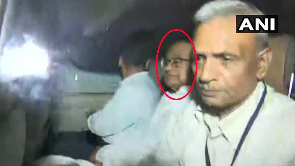 VIDEO: रौब के दौर में गाड़ी की आगे की सीट पर बैठते थे चिदंबरम, आज यूं दिखे लाचार