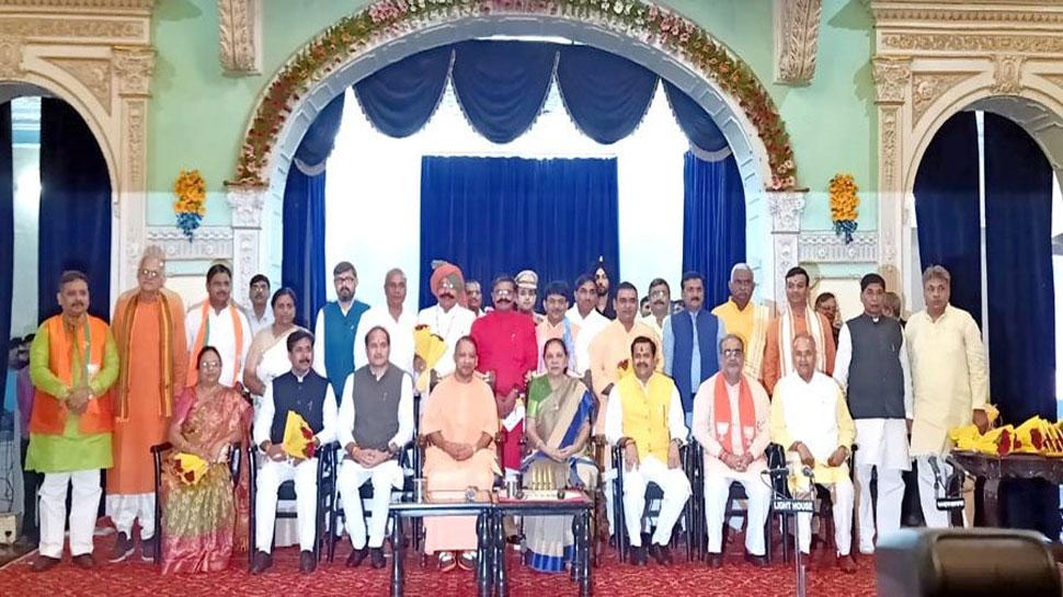 UP कैबिनेट विस्तार: 23 मंत्रियों में से 18 नए चेहरों को मिली योगी मंत्रिमंडल में जगह