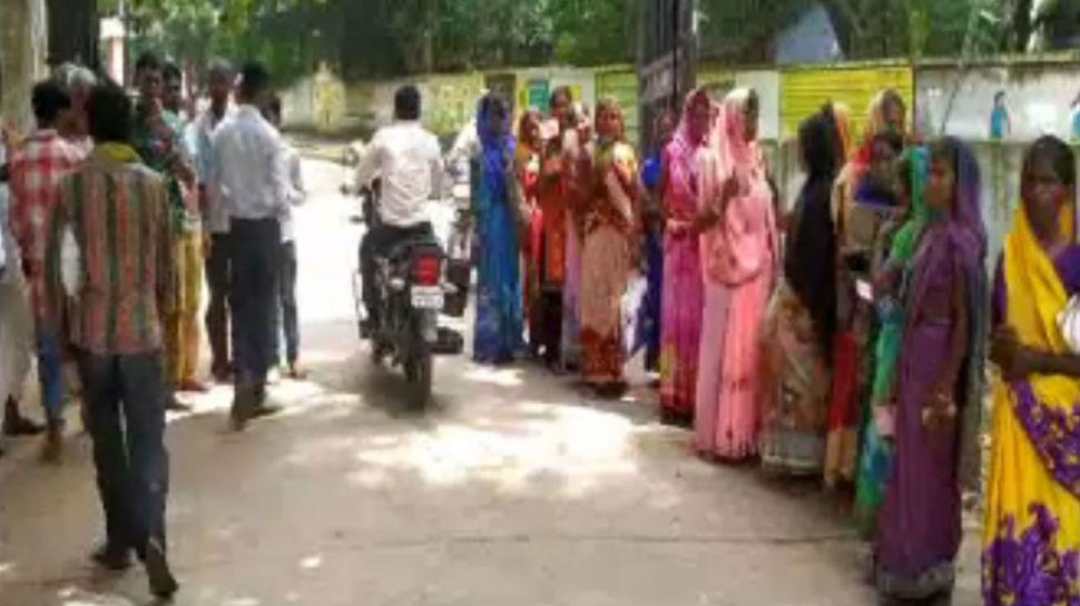 लातेहार: नावाडीह गांव में डीलर की मनमानी चरम पर, पांच महीनों से नहीं मिला लोगों को राशन