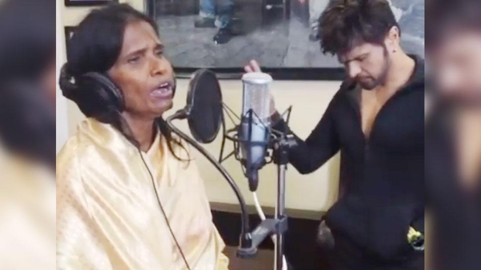 VIDEO: रेलवे स्टेशन से सीधे बॉलीवुड पहुंचीं रानू मंडल, हिमेश रेशमिया के साथ रिकॉर्ड किया गाना