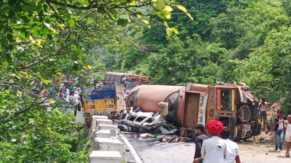 राजस्थान: राजसमंद में कैमिकल से भरे टैंकर की वैन से टक्कर, 9 लोगों की हुई मौत
