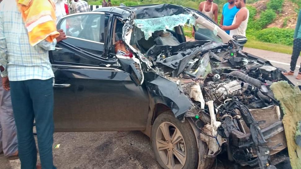 मध्य प्रदेशः शिवपुरी में कार और ट्रक की भिड़ंत में दो की मौत, 2 घायल