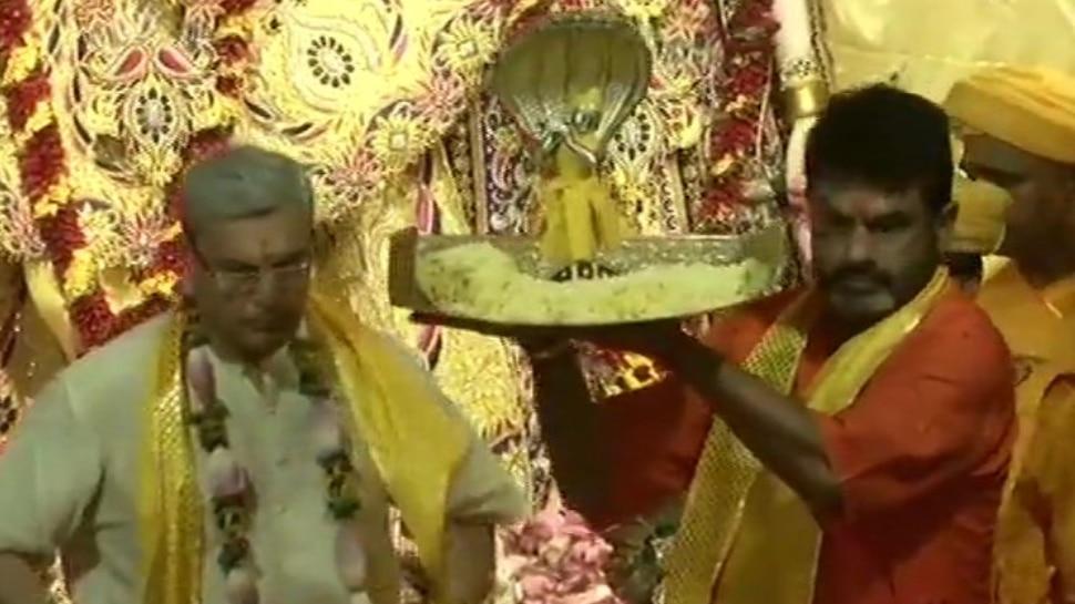 Janmashtami 2019 : मथुरा में प्रकट हुए कान्हा, VIDEO में देखें नंदगोपाल का अद्भुत दृश्य