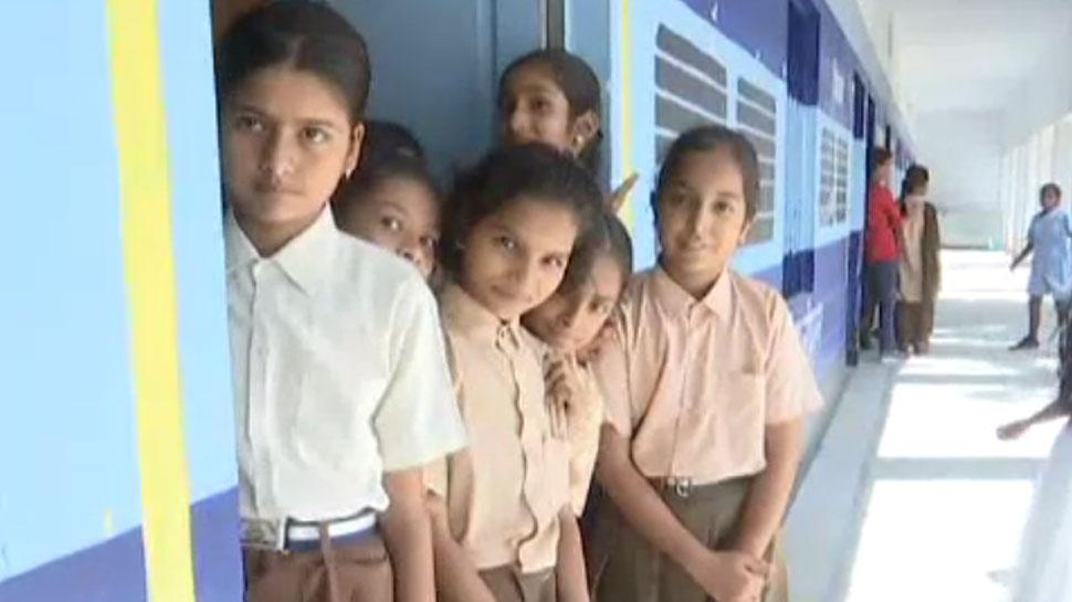 बीकानेर में चलाई जा रही अनूठी पाठशाला, ट्रेन के डिब्बे में लग रही बच्चों की क्लास