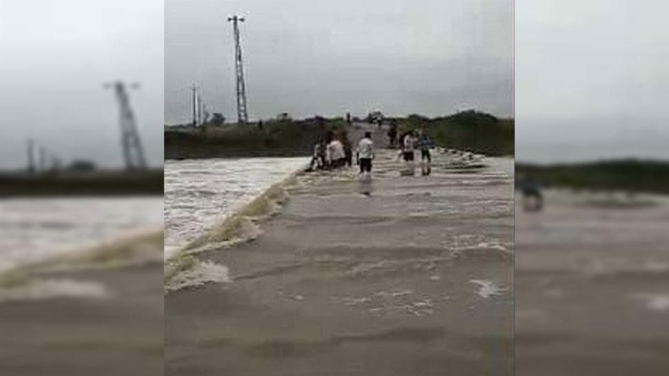 झालावाड़: मूसलाधार बारिश से फिर जलमग्न हुई सड़कें, यातायात बाधित
