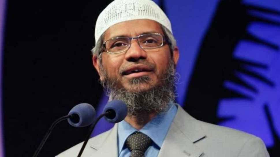 मलेशिया के गृहमंत्री ने दी भगोड़े उपदेशक जाकिर नाईक को चेतावनी, 'कानून से ऊपर कोई नहीं'
