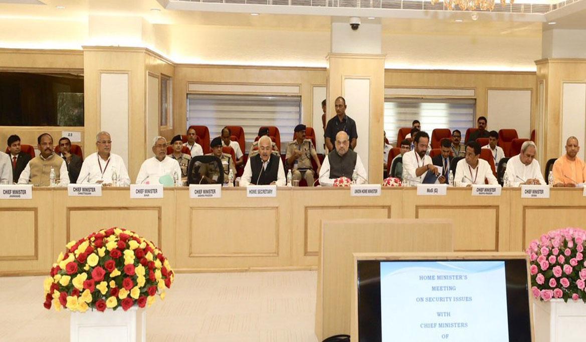 नक्सल प्रभावित राज्यों को लेकर गृह मंत्री अमित शाह की बैठक, 7 राज्यों के सीएम हुए शामिल