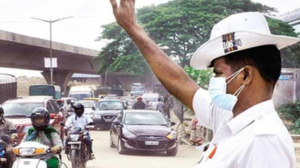 झालावाड़: यातायात सप्ताह के दौरान यात्रियों को किया गया जागरुक, दिया मुफ्त हेलमेट