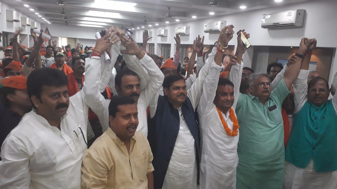 BJP ने आरजेडी के वोटबैंक में शुरू की सेंधमारी, RJD ने कहा- 'पार्टी का आधार टूट नहीं सकता'
