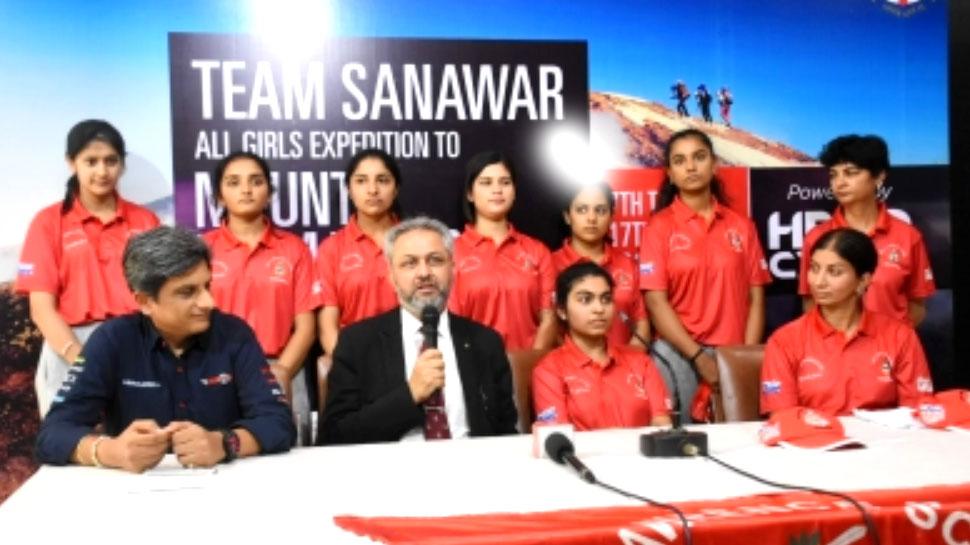 माउंट किलिमंजारो पर लहराया तिरंगा, भारत की 7 लड़कियां ने फतह की चोटी