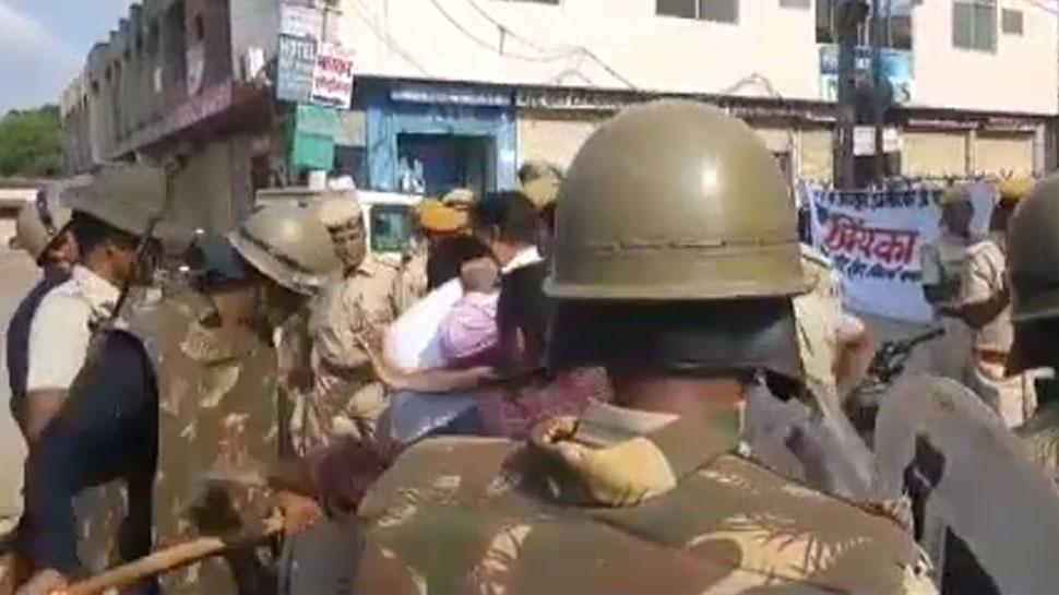 राजस्थान छात्रसंघ चुनाव परिणाम के बाद छात्र नेताओं ने किया हंगामा, पुलिस ने की लाठीचार्ज