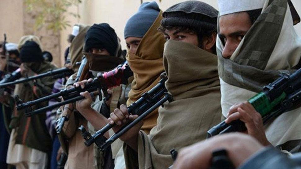 जम्मू-कश्मीर में लौटे अमन-चैन से आतंकियों में बौखलाहट, अब आम लोगों को दे रहे धमकी