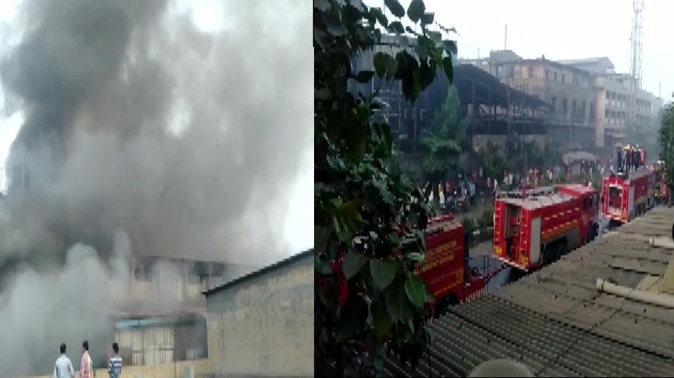 सूरत की कपड़ा फैक्टरी में भीषण आग, दमकल की 18 गाड़ियां मौके पर