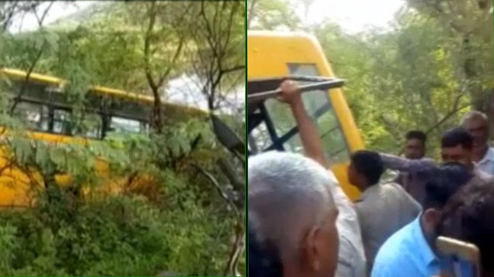 राजस्थान: अनियंत्रित होकर तालाब में गिरी स्कूल बस, 10 बच्चे घायल