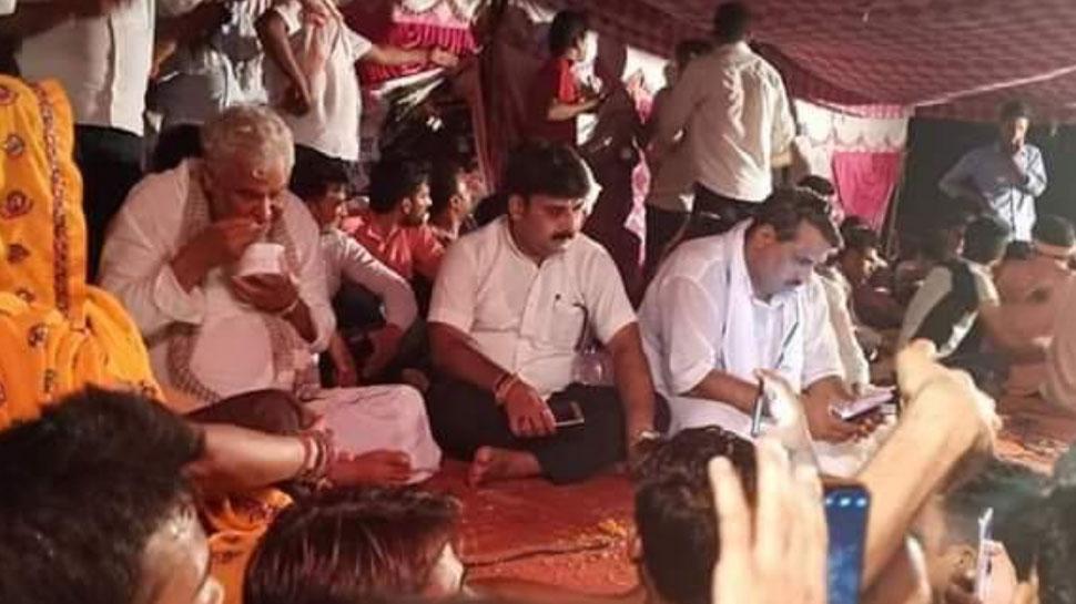 अलवर: छात्रों के धरने को सांसद किरोणीलाल मीणा का समर्थन, प्रशासन से वार्ता रही असफल