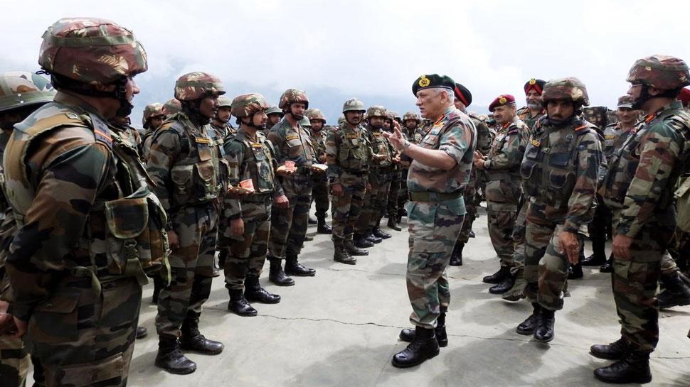 सेना प्रमुख बिपिन रावत ने किया LoC का दौरा, जवानों से बोले- आपात स्थिति के लिए रहें तैयार