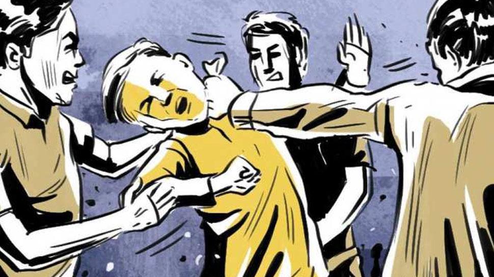 मध्य प्रदेश: बच्चा चोरी की अफवाह में लोगों ने बेकसूर को पीटा, अपने बेटे के साथ कर रहा था सफर