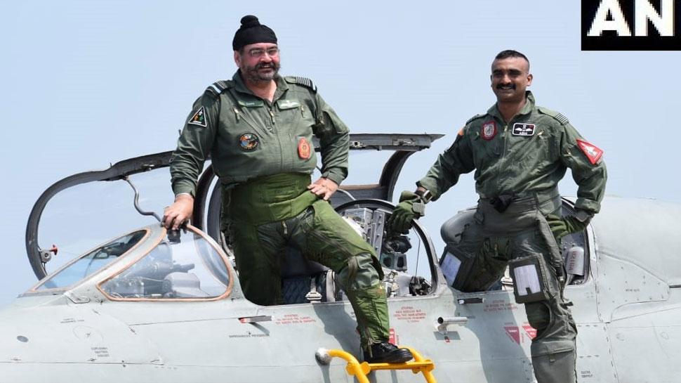 एयरफोर्स चीफ के साथ विंग कमांडर अभिनंदन ने उड़ाया MIG 21