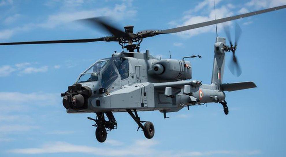 IAF को आज मिलेगा 'बाहुबली' अपाचे हेलीकॉप्टर, PAK सीमा के पास पठानकोट एयरबेस पर होगा तैनात