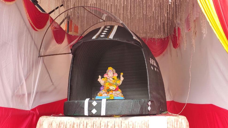 महाराष्ट्र: नाशिक में हेलमेट के अंदर विराजमान हुए गणपति बप्पा, दिया जागरुकता का संदेश
