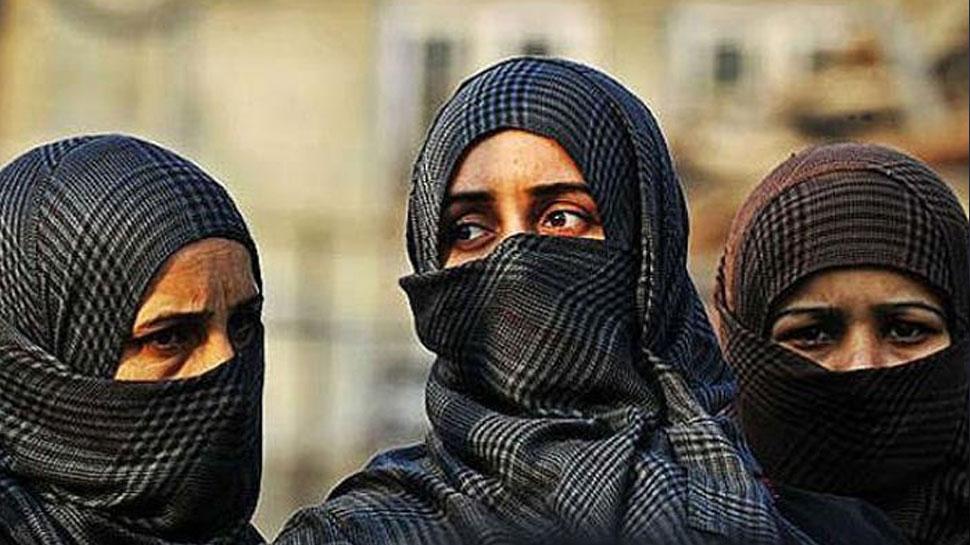 UP: फिरोजाबाद के SRK डिग्री कॉलेज में बुर्का पहनकर आने वाली छात्राओं की एंट्री हुई बैन