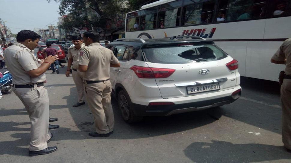 दिल्ली में गैंगवार, नरेला में सरेआम हमलावरों ने 1 शख्स को मारी 18 गोलियां, मौत