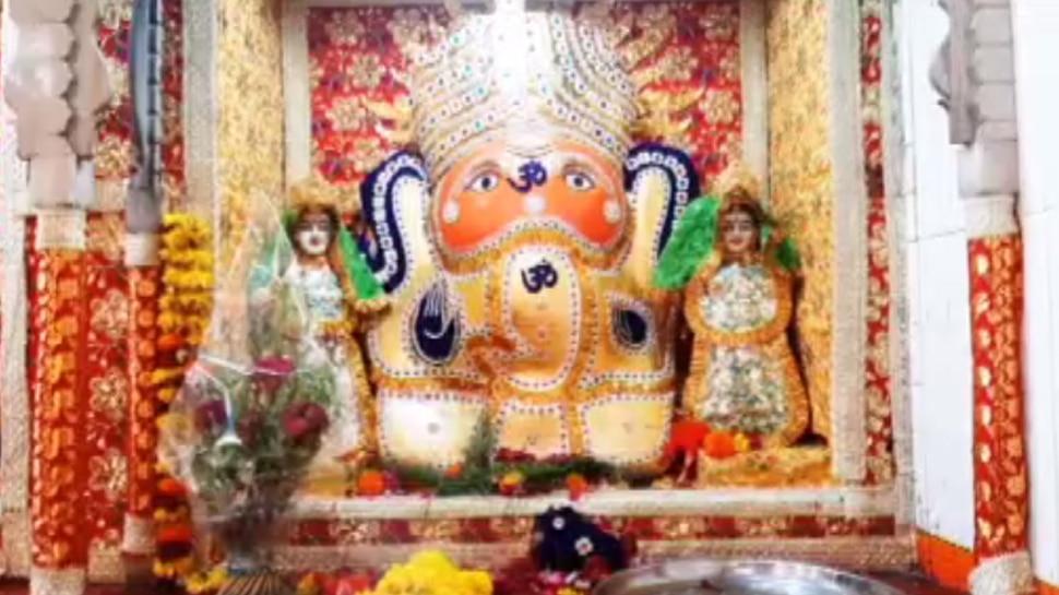 इस मंदिर में गणेशोत्सव के दौरान 1 दिन मुस्लिम समाज करता है बप्पा की आरती, चिठ्ठी लिखकर मांगते हैं मन्नत