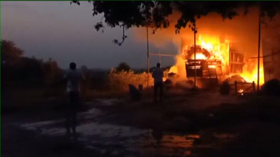 राजस्थान: अलसुबह टेंट हाउस में लगी भीषण आग, लाखों का हुआ नुकसान