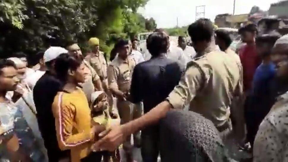 वाहन चेकिंग पर भड़के SP विधायक नाहिद हसन, धमकी देते हुए पुलिस अधिकारियों से की बदसलूकी