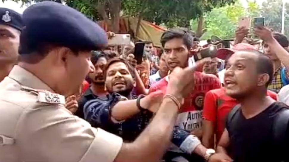 बिहार: वाहन चेकिंग के दौरान युवक के साथ पुलिस की नोकझोंक, हवालात में बंद करने का भी लगा आरोप