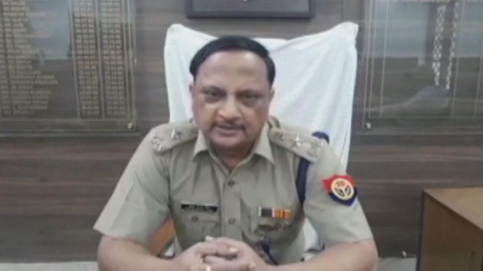 ट्रैफिक पुलिस ने बोनट पर डंडा मार रुकवाई कार, हुई बहस, चालक की मौत