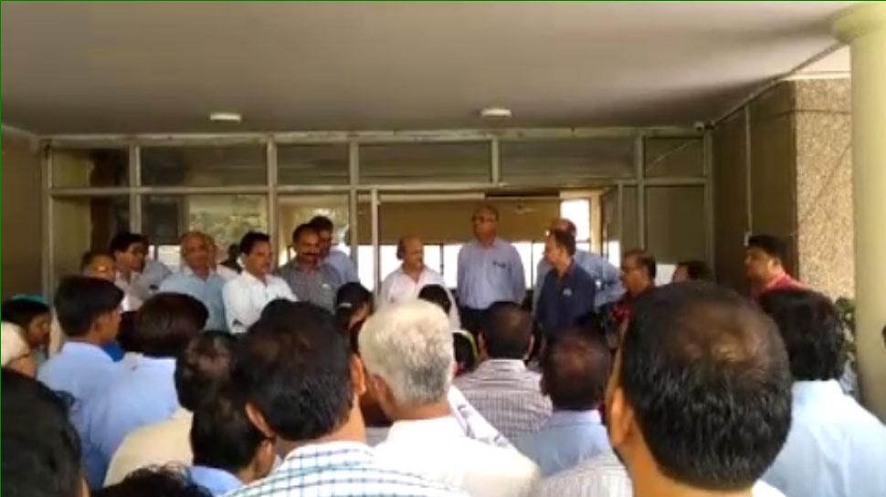 RCDF और जयपुर डेयरी के बीच विवाद, कर्मचारियों ने किया विरोध प्रदर्शन