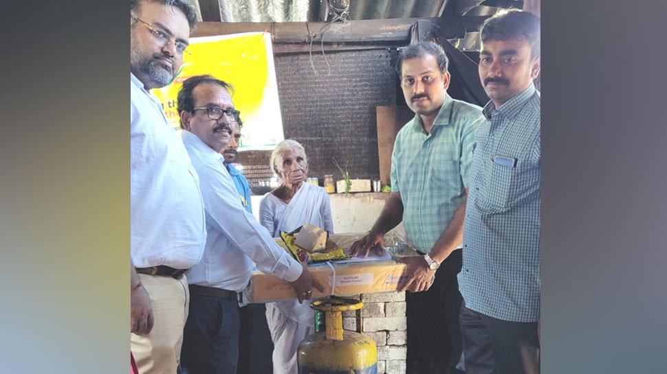 1 रुपए में इडली बेचने वाली दादी के आए 'अच्छे दिन', केंद्रीय मंत्री ने दिलाया LPG कनेक्शन
