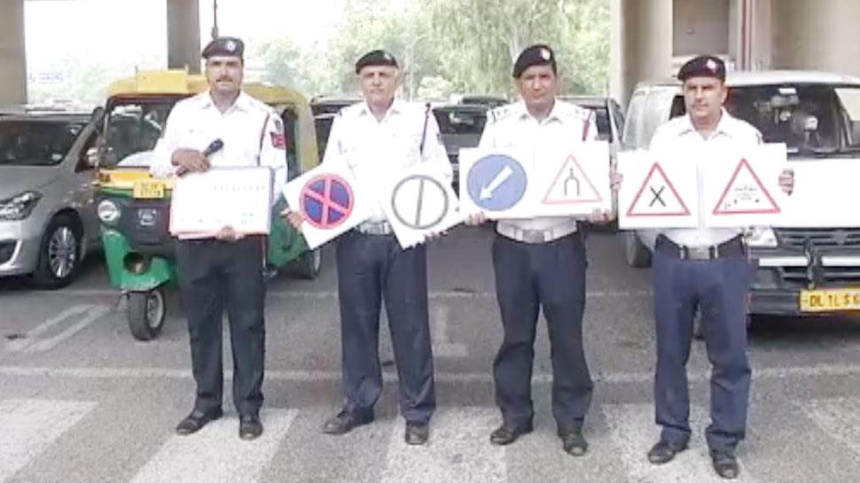 भारी जुर्मानों के बाद अब ट्रैफिक संकेतों का मतलब समझाने सड़कों पर उतरी दिल्ली ट्रैफिक पुलिस