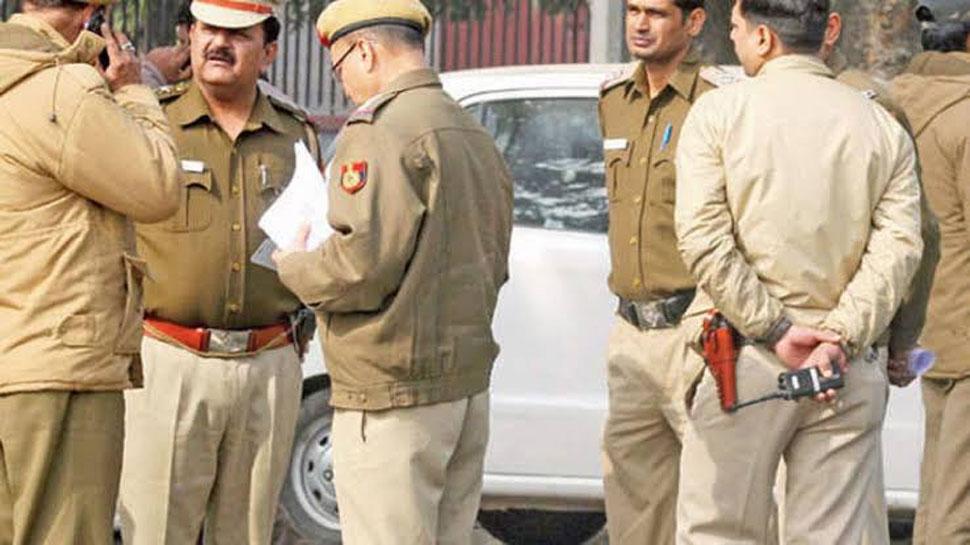 दिल्ली: पत्नी को डराने के लिए पति ने किया हवाई फायर, गोली दूसरी महिला को जा लगी